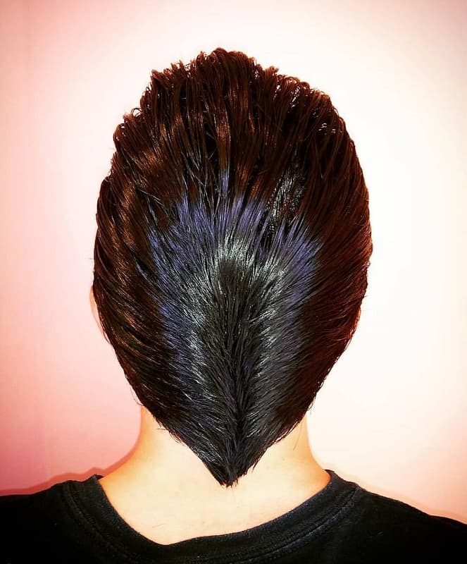 v shape ducktail hairstyle
